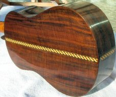 'Ukulele 4 - Walnut back and sides, bound, inlay strip