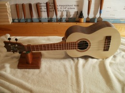 'Ukulele 9 - walnut/spruce, Sea Turtle inlay